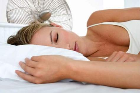 Dormir con ventilador